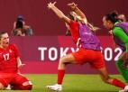Kanāda Tokijā izslēdz pasaules čempioni ASV, finālā arī Zviedrijas futbolistes