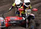 Brāļu Lielbāržu blakusvāģu ekipāža Nīderlandes motokrosā piedzīvo divus kritienus