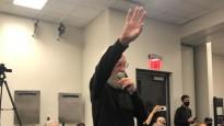 """Letermans ierodas """"Nets"""" preses konferencē un izvaicā Durentu"""