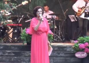 Video: Olga Dreģe izpilda reti atskaņotu Jāņa Jurkāna dziesmu