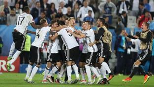 Vācija <i>pendelēs</i> dramatiski uzveic Itāliju un iekļūst pusfinālā