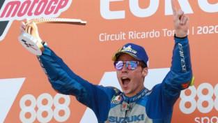 """Mirs Valensijā izcīna pirmo uzvaru karjerā un tuvojas """"MotoGP"""" titulam"""