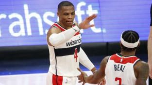 """Kurucs spēlē, """"Wizards"""" uzvar bez Bertāna, Karija 47 neglābj """"Warriors"""""""