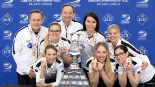 Šveices kērlingistes saglabā pirms diviem gadiem izcīnīto pasaules čempionu titulu