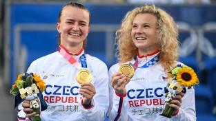 Sieviešu tenisa dubultspēļu turnīrā uzvar galvenās favorītes Krejčīkova un Sinjakova