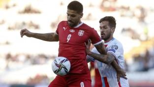 Mitroviča <i>dublis</i> paceļ Serbiju uz pirmo vietu, Īrija nespēj pieveikt Azerbaidžānu