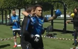 """Video: Milānas """"Inter"""" iekšējo konfliktu atrisina ar boksa maču starp treneri un futbolistu"""