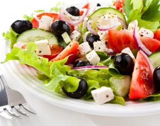 Grieķu salāti latviskā izpildījumā