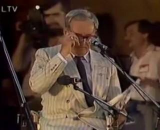 """Video: Tā jokoja """"Čikāgas piecīši"""" 1989.gadā Mežaparka lielajā estrādē"""