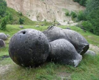 Dabas brīnums: dzīvie akmeņi, kas aug un vairojas