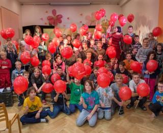 Latvijas Leļļu teātris iepriecina daudzus internātpamatskolu audzēkņus ar izrādi pirmo reizi mūžā