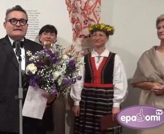 """Video: Modes vēstures guru Rīgā atklāj izstādi """"Ielūgums uz gadsimta balli. 1915-2015"""""""