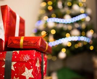 Kā iegādāties ziemassvētku dāvanas un nepārtērēties?