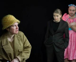 """""""Samainītie"""" uz Dramaturgu teātra skatuves"""