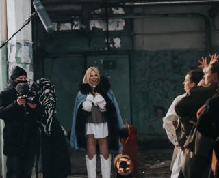 Video: Ieskaties Samantas Tīnas Eirovīzijas dziesmas videoklipa aizkulisēs