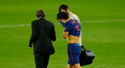 """Madrides """"Atletico"""" atkal klūp Seviljā, tomēr atgriežas Spānijas līgas vadībā"""