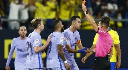 """""""Barcelona"""" atkal klūp, de Jongu noraida, sarkano kartīti saņem arī Kūmans"""
