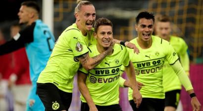 """Torgana Azāra dublis ieved Dortmundes """"Borussia"""" Vācijas kausa astotdaļfinālā"""