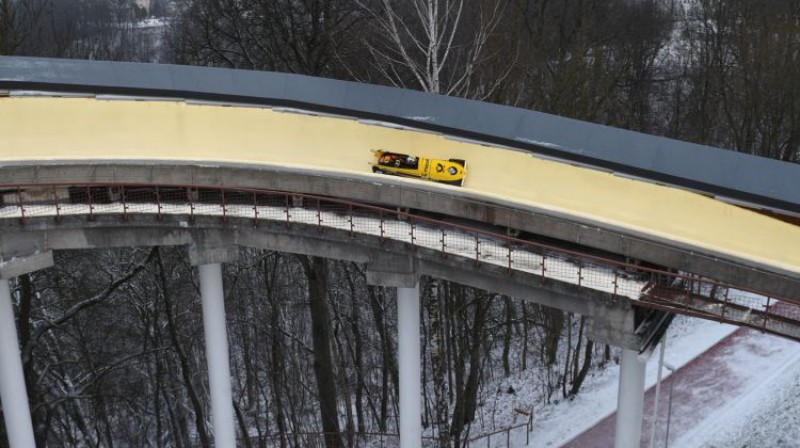 Vācijas sieviešu ekipāža Siguldas trasē. Foto: Romāns Kokšarovs/F64