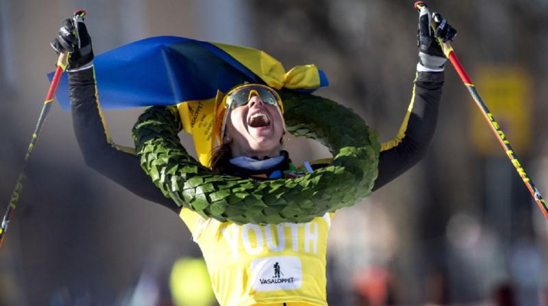 Līna Korsgrēna priecājas par uzvaru Vasaloppet. Foto:REUTERS/Ulf Palm