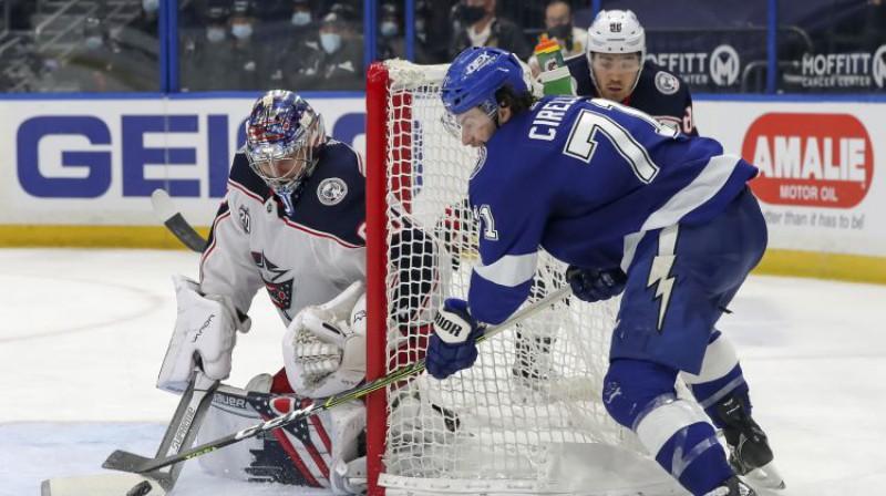 "Elvis Merzļikins pret Tampabejas ""Lightning"". Foto: AP/Scanpix"