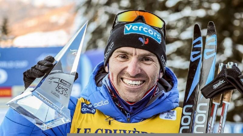 """Priecīgais M.Maņifikā pēc otrās vietas iegūšanas šī gada """"Tour de ski"""". Foto: Alessandro Trovati/ AP"""