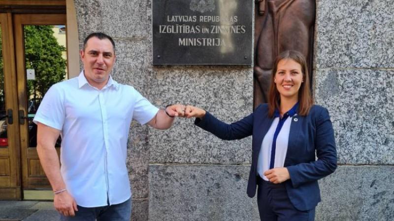 Sandris Riekstiņš un Anita Muižniece. Foto: IZM