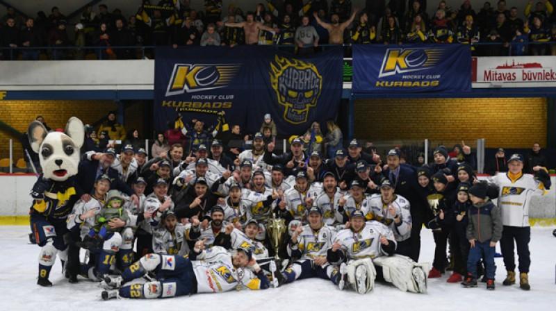 """""""Kurbads"""" hokejisti pēc 2018. gada OHL čempiontitula iegūšanas. Foto: HK """"Kurbads"""""""