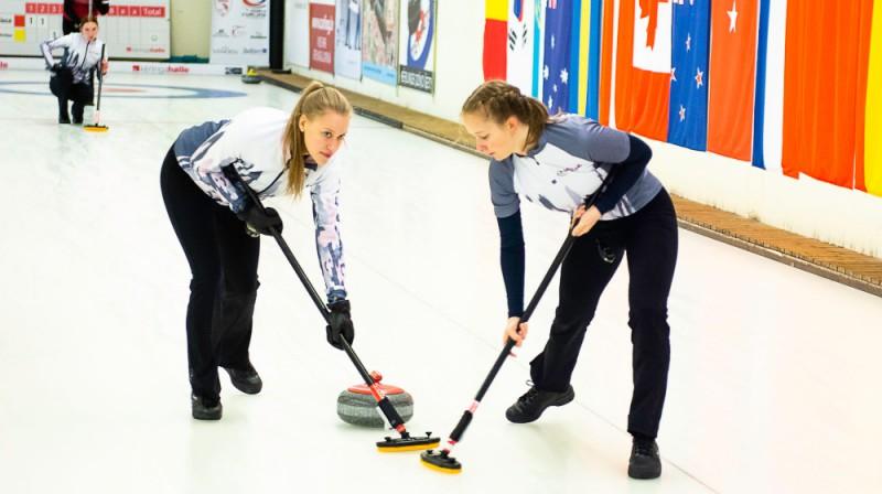 No kreisās: Betija Gulbe, Marija Seļiverstova (SK OB/Stabulniece) Foto: Ansis Ventiņš