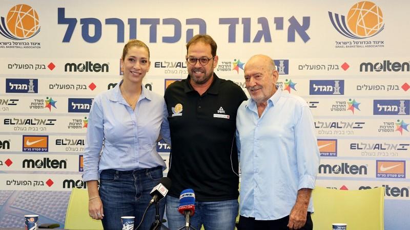 Orānija Švarca, Šārons Drukers un Amirs Halevi preses konferencē 2021. gada 11. oktobrī. Foto: IBBA