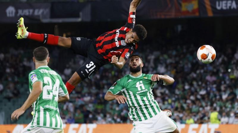 """Epizode no Seviļas """"Real Betis"""" un Leverkūzenes """"Bayer"""" spēles. Foto: Marcelo Del Pozo/Reuters/Scanpix"""