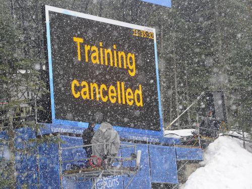 Sliktie laika apstākļi joprojām paralizē kalnu slēpošanu
