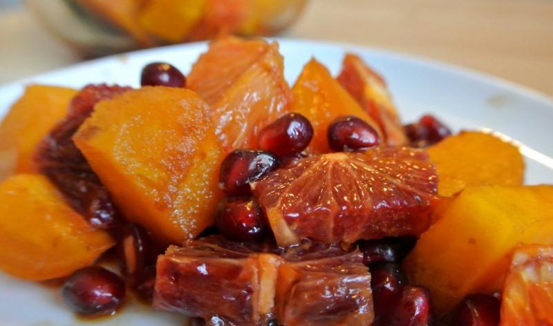 Apelsīnu un biešu uzkoda ar granātābola sēkliņām