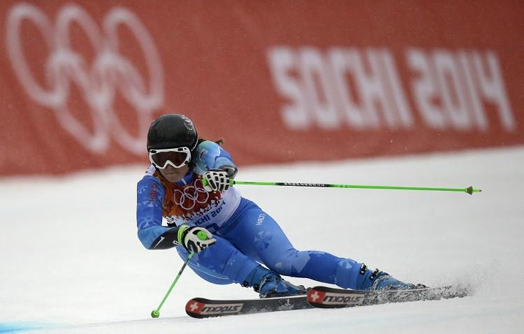 Sarežģītos laikapstākļos milzu slalomā triumfē Maze, latvietes nefinišē