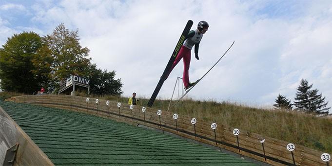 Sasniegts jauns Latvijas rekords tramplīnlēkšanā sievietēm