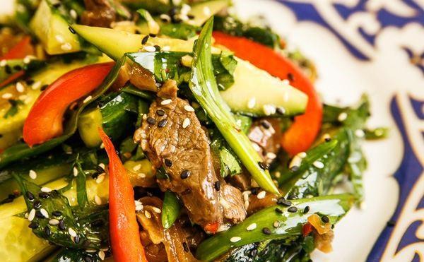 Pikantie liellopu gaļas salāti