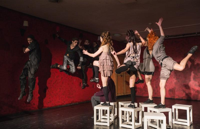 """Izmaiņas Daugavpils teātra janvāra repertuārā – pārceltas izrādes """"Parunāsim?"""" un """"Baismīgās mājsaimnieces"""""""
