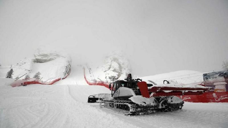Pasaules čempionāts kalnu slēpošanā lielās snigšanas dēļ sāksies dienu vēlāk
