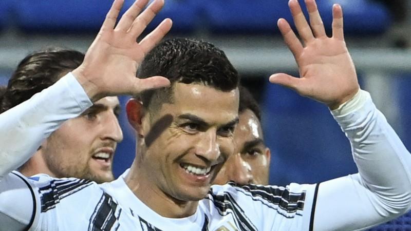 Ronaldu hat-trick 32 minūtēs, ''Napoli'' izbraukumā pieveic ''Milan''