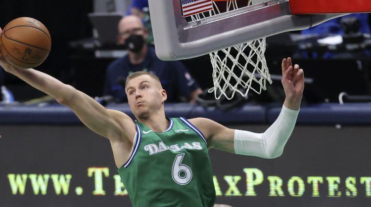 """Latvieši Amerikā: Porziņģis pret Bostonas """"Celtics"""", Balcers pret Minesotas """"Wild"""""""