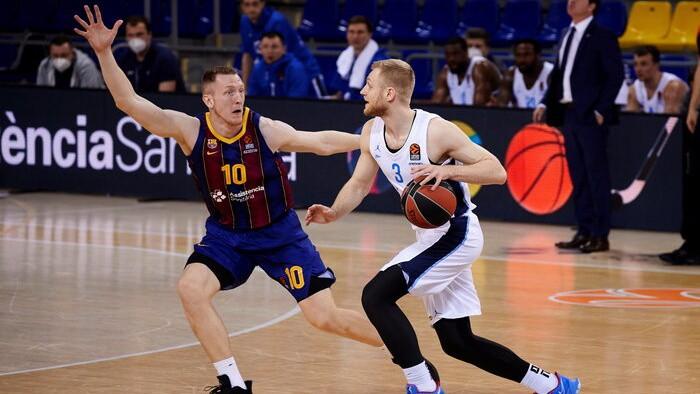 Šmita ''Barcelona'' cīņa par vadību sērijā; Strēlnieka CSKA lūkos iekļūt Final 4