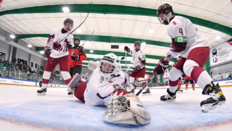 Latvijas U18 hokejisti svarīgā cīņā par 1/4 finālu spēkosies pret baltkrieviem