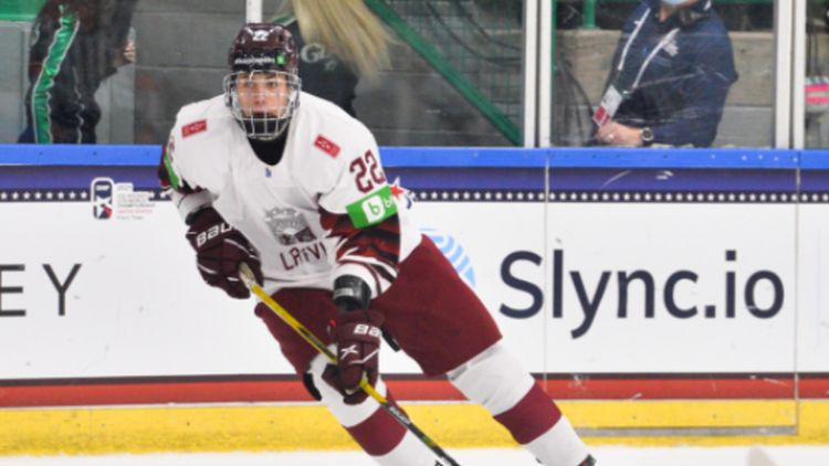 Latvijas U18 hokejisti pasaules čempionātu noslēgs pusnaktī pret zviedriem