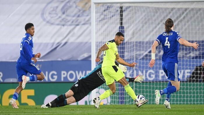''Newcastle United'' pārsteidz Lesteru un praktiski nodrošina palikšanu Premjerlīgā