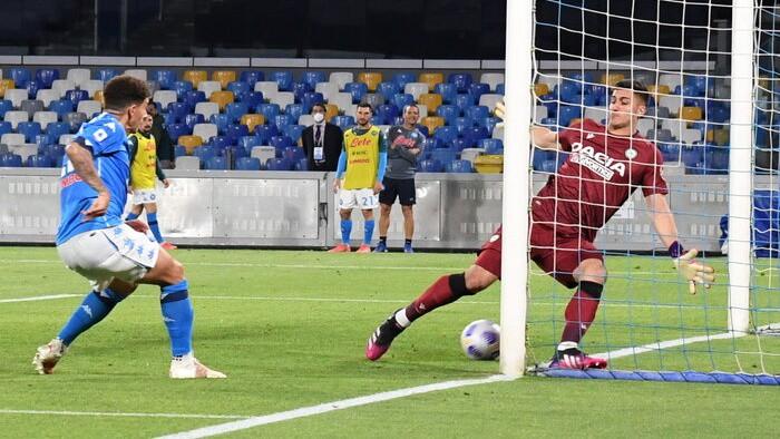 ''Napoli'' grauj ''Udinese'' un nostiprinās Čempionu līgas zonā
