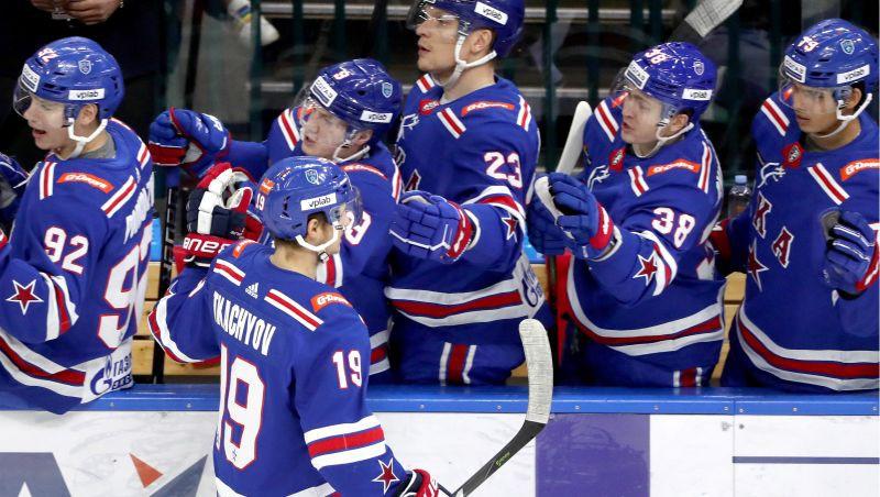 """SKA rezultatīvākais hokejists un vēl viens """"Avangard"""" spēlētājs pošas uz NHL"""
