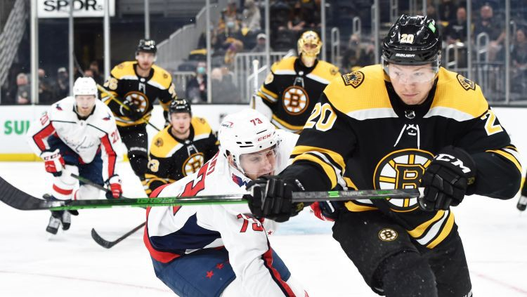 """""""Bruins"""" un """"Avalanche"""" nonāk vienas uzvaras attālumā no Stenlija kausa otrās kārtas"""