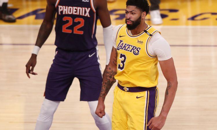 Deivisa 34+11 kaldina ''Lakers'' uzvaru, Riverss nodrošina ''Nuggets'' vadību sērijā