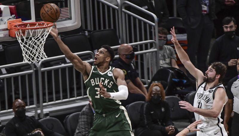 """Adetokunbo un Midltons lieliski uzvarā pret """"Nets""""; """"Jazz"""" vēlreiz pārspēj """"Clippers"""""""
