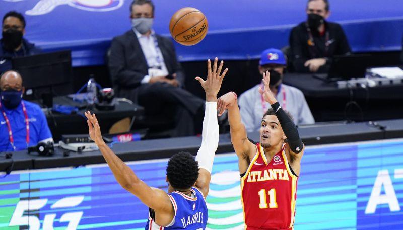 """""""Hawks"""" atspēlējas no -26 un uzvar """"76ers""""; """"Clippers"""" bez Lenarda uzvar """"Jazz"""""""